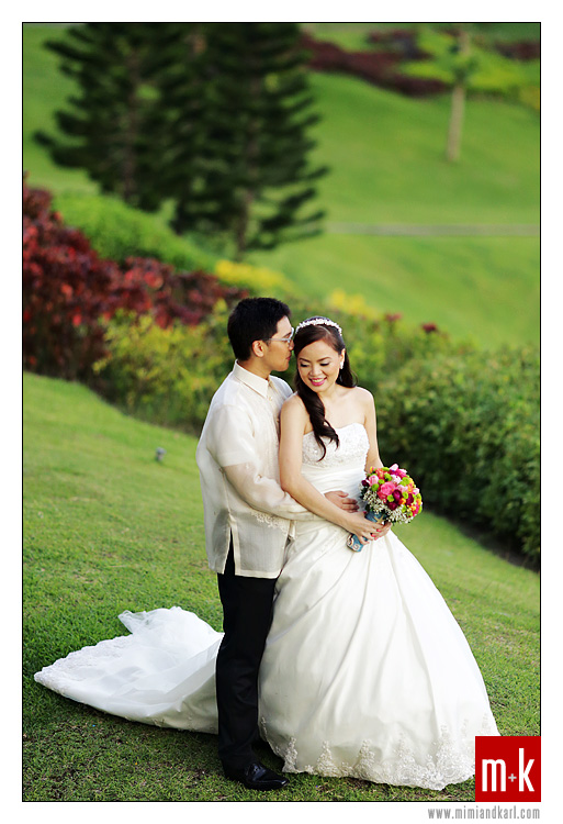 bride and groom in tagaytay
